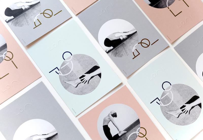 ロゴであるアルファベットの組み合わせの変化によって様々なヨガのポーズを表現するデザイン。 © Mizuki Kin