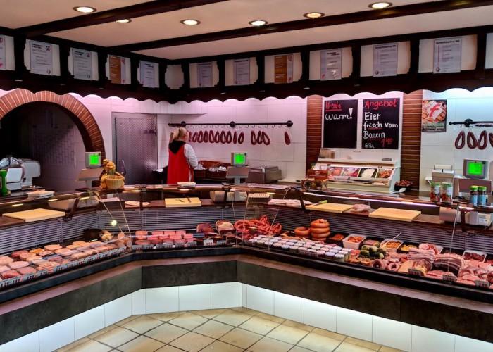 子連れで肉屋・肉売場へ行くと必ず「食べる?」と聞かれるものがある Photo: Aki SCHULTE-KARASAWA