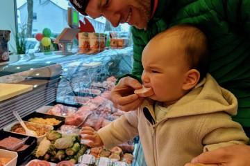 最初の一口は「うえぇ〜」の顔。「ちょっと冷たすぎなのかもね」と店員さん Photo: Aki SCHULTE-KARASAWA