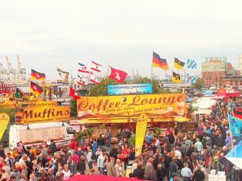 300年の歴史を誇るハンブルクのフィッシュマルクト。食べ歩きが楽しい!
