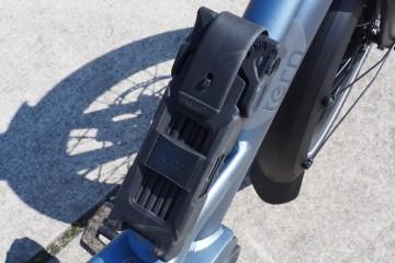 ロックは折りたたんだ状態で自転車のフレームにセット Photo: Aki SCHULTE-KARASAWA