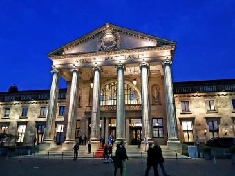 ヴィースバーデンのシンボル、クアハウスのなかには伝説のカジノが!