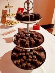 スイーツの名店も多い。街最古のカフェMaldanerのチョコレートケーキとコンディトライKunderのクッキー