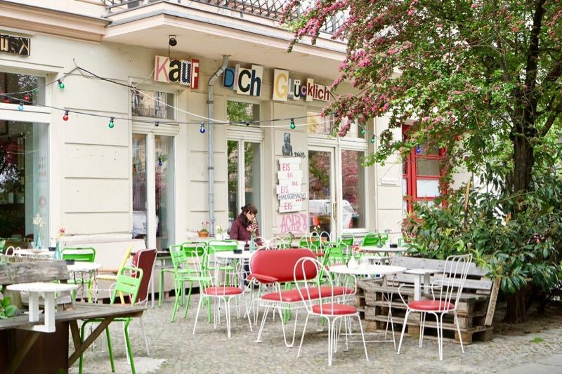 カフェと雑貨のお店 「カウフ・ディッヒ・グリュックリヒ」(Kauf Dich Glücklich)。ここのアイスがおいしいです。