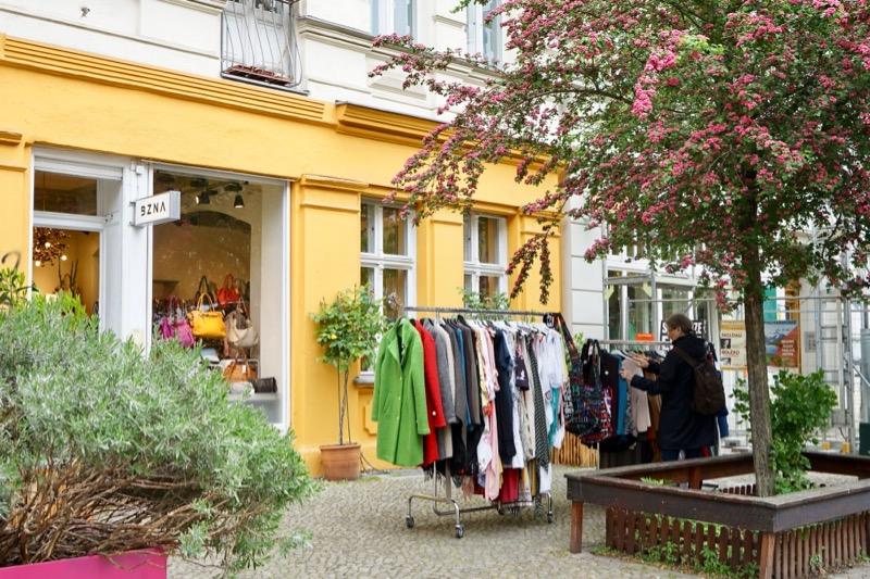 イタリア製の服や小物の「BZNA」。