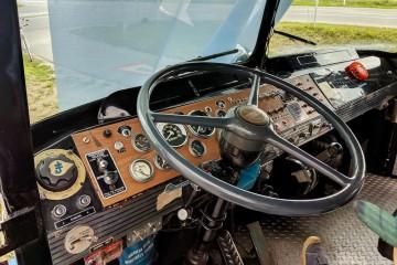 実際に乗り込むことができた空中作業車の内部 Photo: Aki SCHULTE-KARASAWA