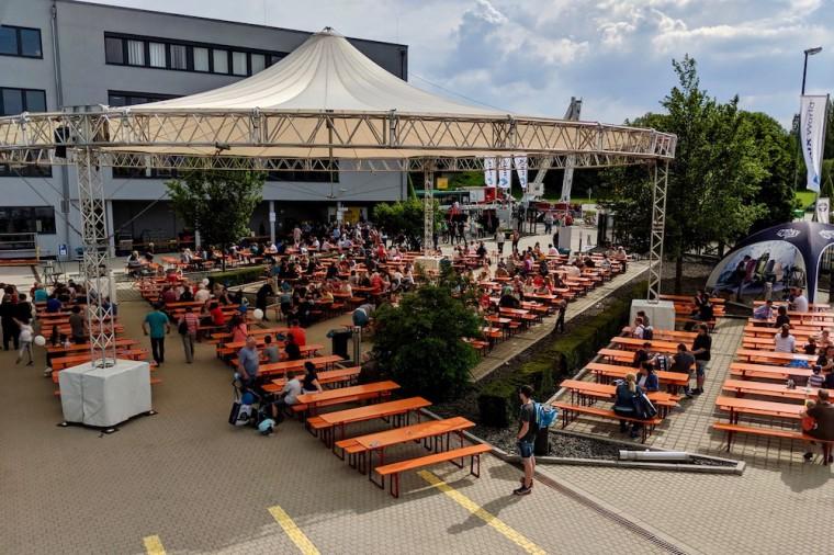 会場は地元マインブルクのブルワリー「Ziegler-Bräu」のビールを飲めるビアガーデンを中心に、縁日のようなにぎわい Photo: Aki SCHULTE-KARASAWA