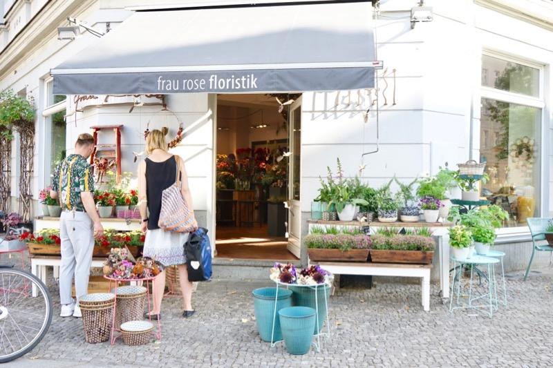 「フラウ・ローゼ」というこの花屋さんはセンスがいいです。プレゼント用の花束を買うときに。
