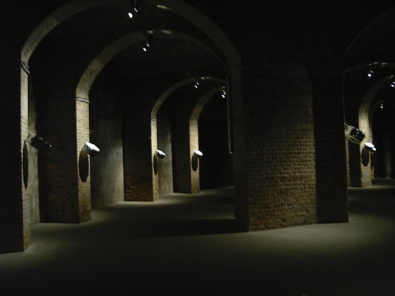 2008年に貯水槽で開かれた音の展覧会。ドラムの音が響いて不思議な空間でした。