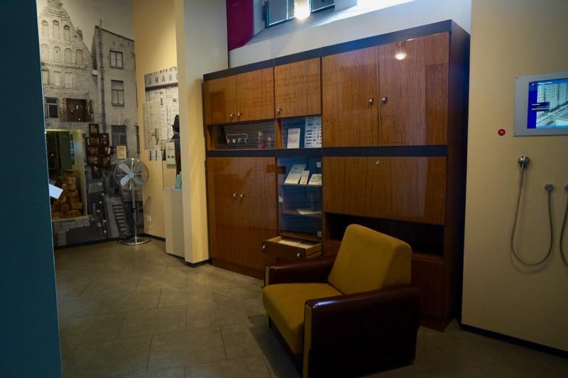 東ドイツの典型的なアパートを再現したミュージアムのコーナー。このようなインテリアは現在でもわりとよく見かけます