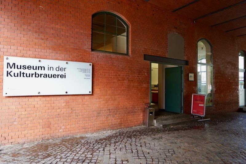 ミュージアム入り口。展示室は日本式2階です
