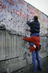 Berlin, Mauerspechte / Foto 1990 -  -