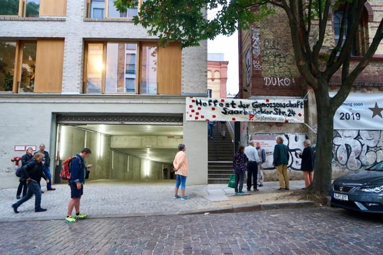 ブラウエライ・ケーニヒシュタット地下への入り口(左側)。まさかここがかつての貯蔵庫だったとは