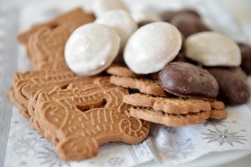 クリスマスのお菓子(Spekulatius と Lebkuchen) ©dpa
