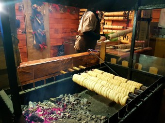 チェコ版のバウムクーヘンはパンみたいな柔らかい食感。