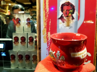 グリューワインのカップにもベートーベンが!