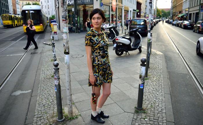 無料の洋服とベルリンの町並み