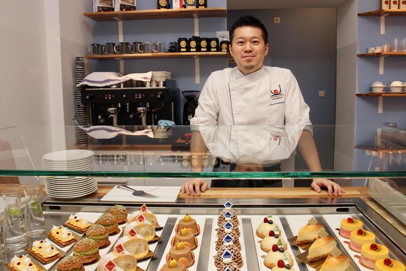 自らのカフェを開業したパティシエの小峯晋さん