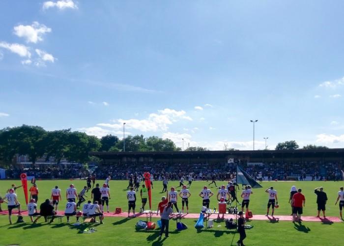 「デュッセルドルフ・パンサー」のホームで行なわれた対「ポツダム・ロイヤルズ」の試合。負け試合だったけれど晴れ渡った会場で観客もリラックス Photo: Aki SCHULTE-KARASAWA