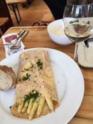 アスパラガス祭りで食べた白アスパラガスのクレープ