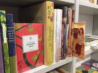 多和田葉子さんの本をはじめ、日本文学のコーナーも
