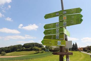 ハイキングコースの標識。いかにたくさんあるかが分かります! ©tomogermany