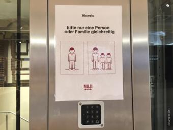 エレベーターの表示もMUJIっぽい