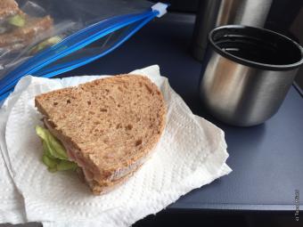 ひさびさの遠出にうかれて、お弁当にサンドイッチ作りました